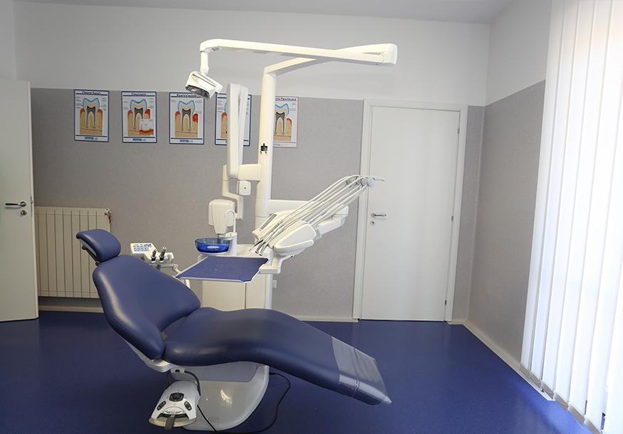 Dr.-Raffaele-Castaldo-Software-Odontoiatra-Chirurgia-maxillo-facciale1 Centro Medico Chirurgico FOUR